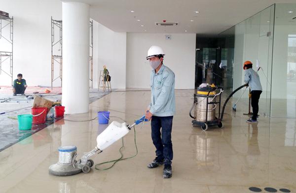 an toàn khi làm công việc vệ sinh công nghiệp